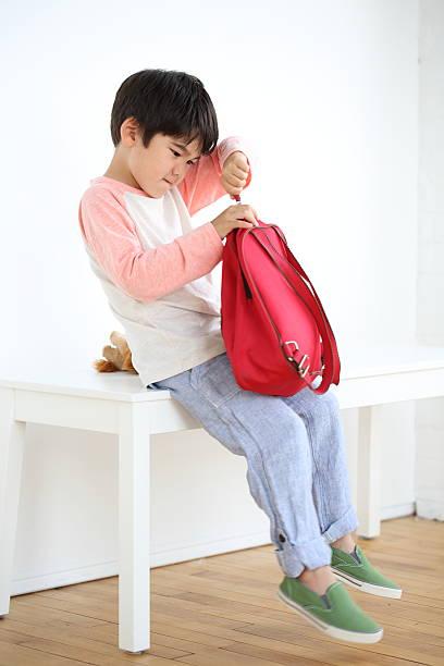 vorbereitung für kinder - kleinkind busy bags stock-fotos und bilder