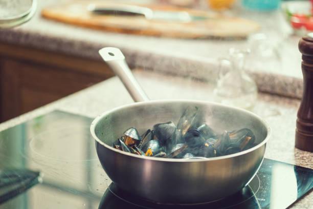 Frische Muschelfische vorbereiten – Foto