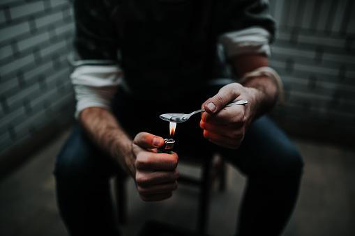 istock Preparing his dose 898771988