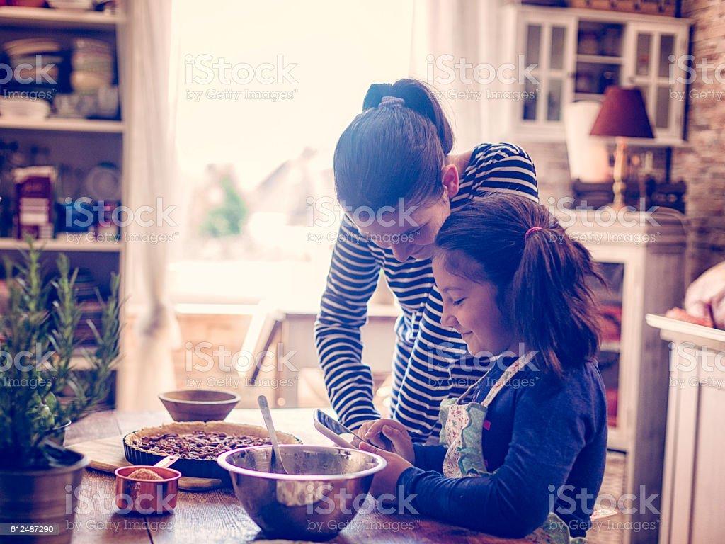 Preparing Homemade Pecan Pie for the Holidays - foto de acervo
