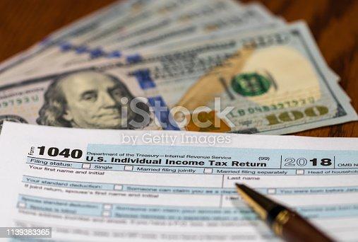 istock Preparing income tax return 1139383365