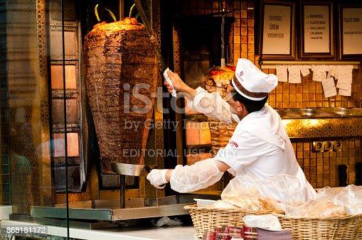 Istanbul: Man preparing kebab on the Istiklal Avenue