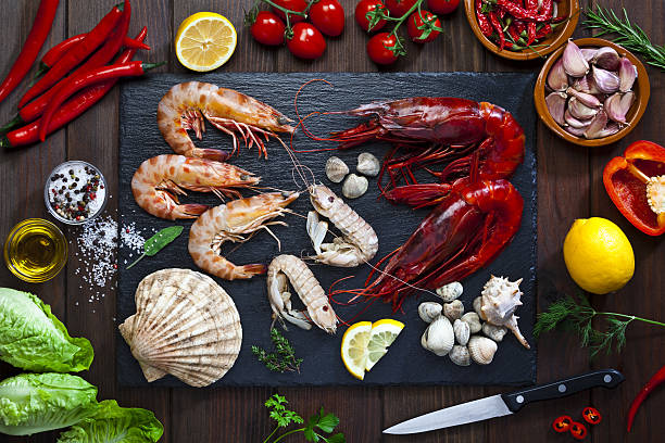 preparing seafood for cooking - schalentier stock-fotos und bilder