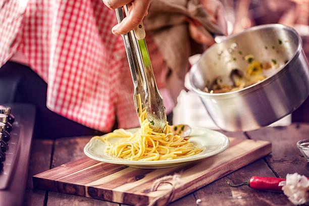 preparing spaghetti alla vongole - pasta vongole bildbanksfoton och bilder