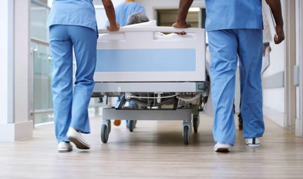 preparar a su paciente para la próxima operación - cama fotografías e imágenes de stock