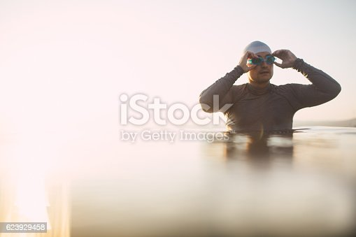 610548820 istock photo Preparing to dive in 623929458