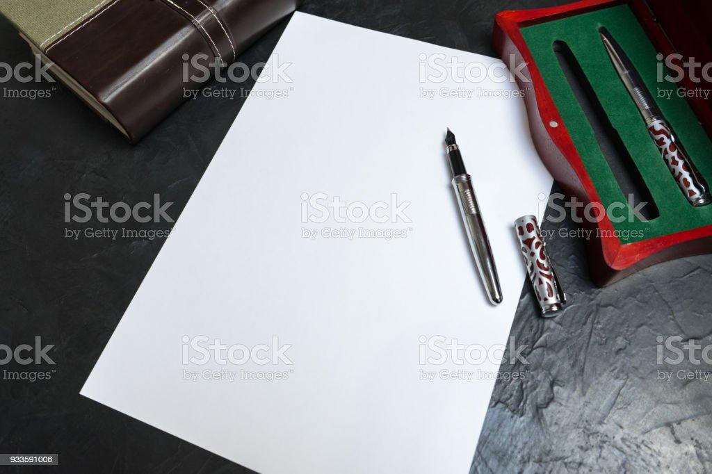 Vorbereitung, den Willen zu schreiben. Platz für Ihren Text. – Foto