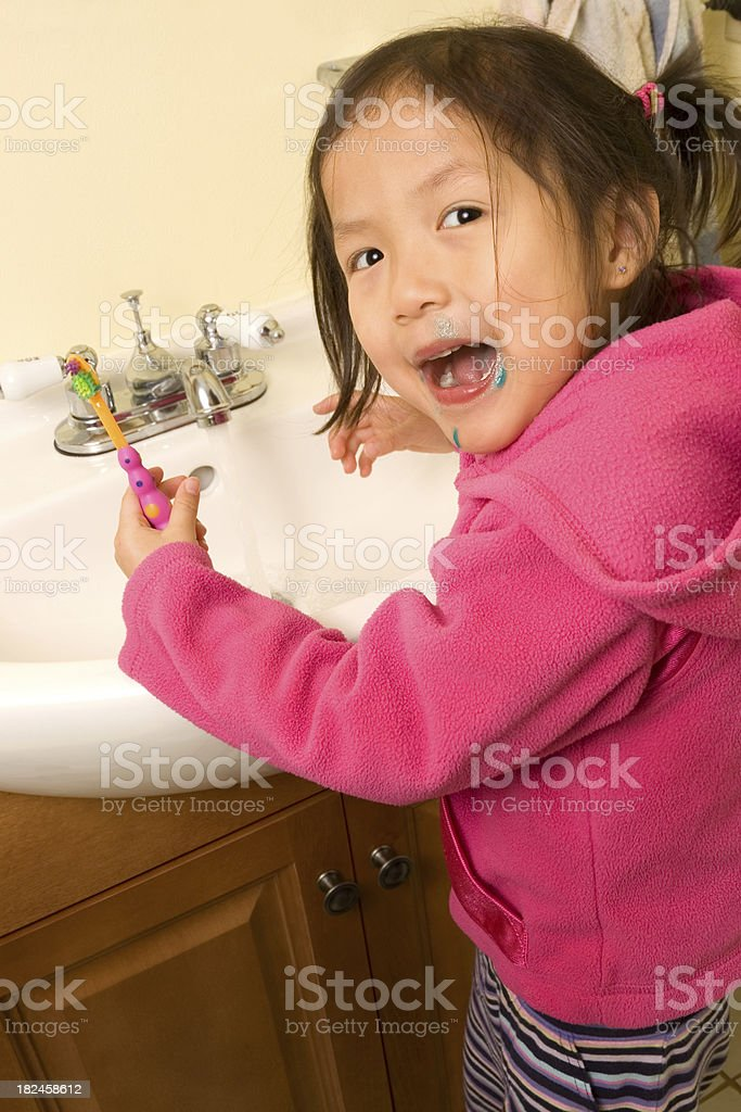 Crianças pequenas Escovar Dentes foto royalty-free