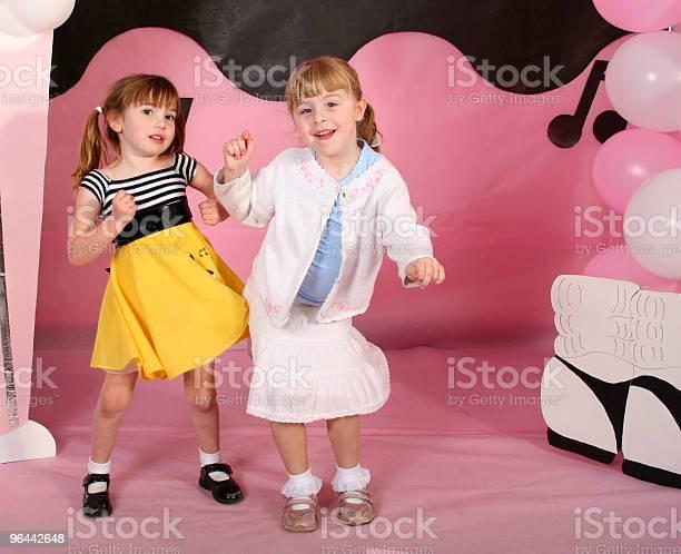 Foto de Crianças Pequenas No Embarque e mais fotos de stock de 1950-1959