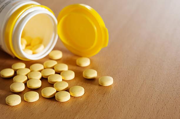 receta medicamento - vitamina a fotografías e imágenes de stock