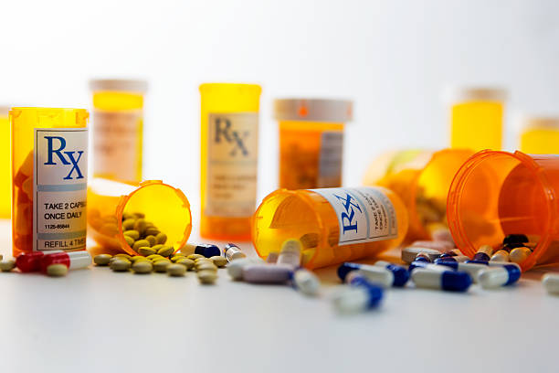 verschreibungspflichtige pillen - schmerzmittel stock-fotos und bilder