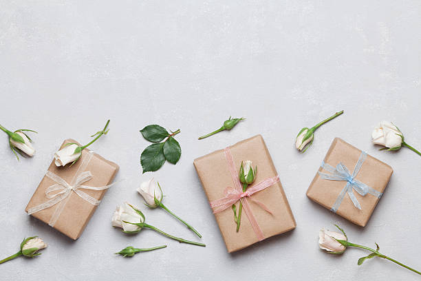 present or gift decorated rose flowers. holiday concept. flat lay. - handgemachte geschenke stock-fotos und bilder