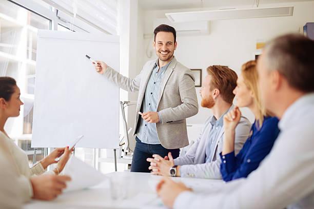 Apresentação e colaboração por Pessoas de negócio - foto de acervo