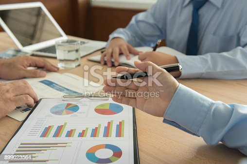 672116416istockphoto Presentation meeting 899023564
