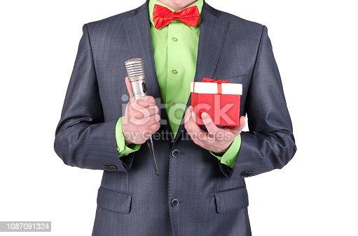 istock Presenter. 1087091324