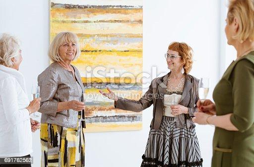 istock Presenting the artist 691762562