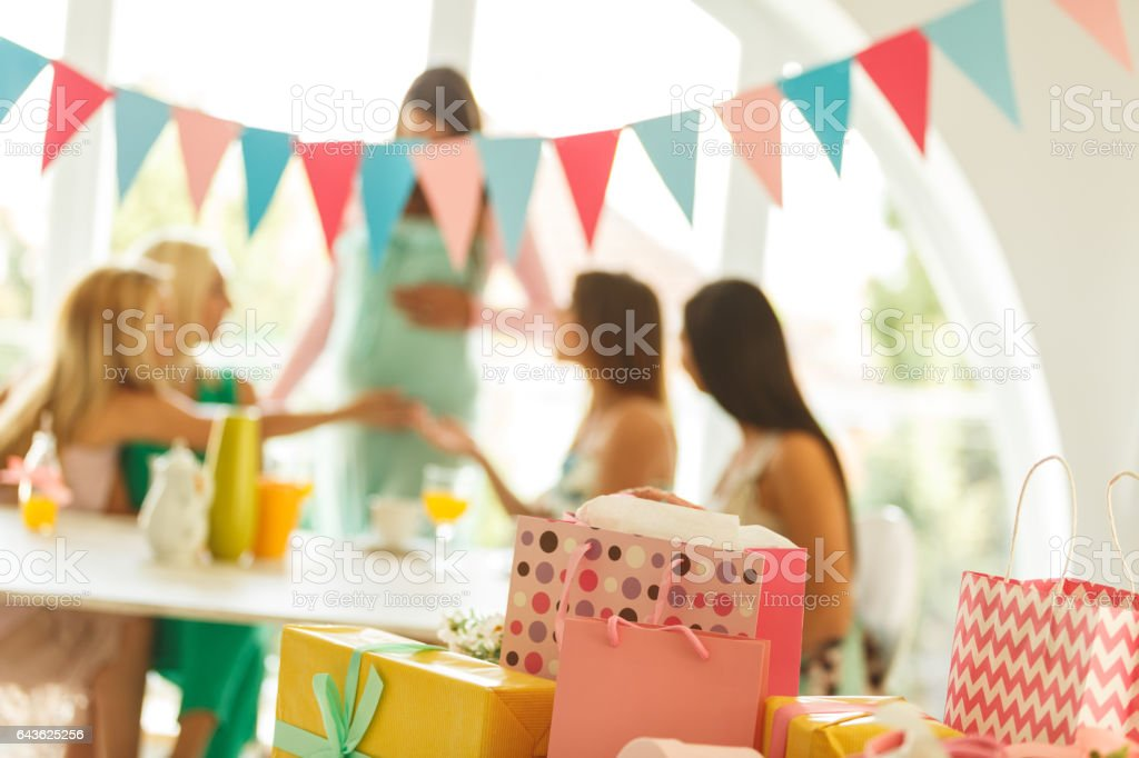 Presents at baby shower party - foto stock