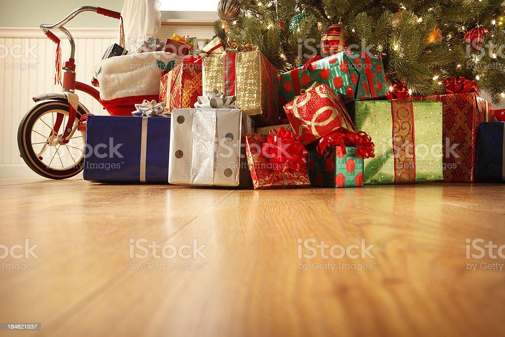 Geschenke unter dem Weihnachtsbaum – Foto