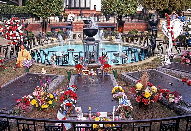 presley remembrance garden, memphis. - elvis stock photos and pictures