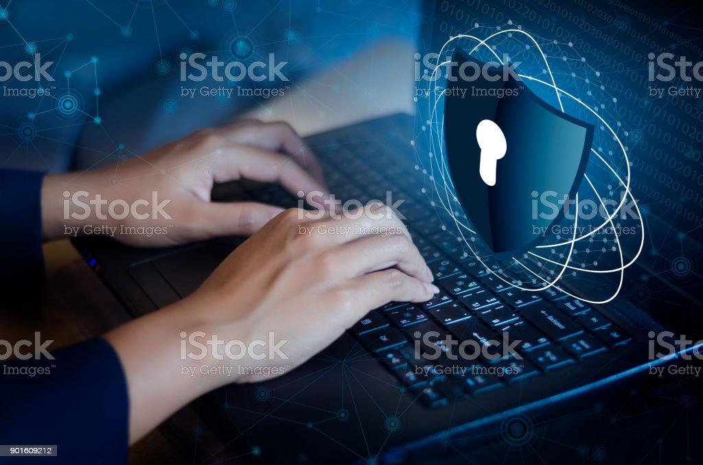 Pressione enter botão no teclado computador escudo cyber chave fechadura segurança sistema mundo abstrato tecnologia digital link cyber segurança na Oi tecnologia fundo azul escuro, digite a senha para registrar o dedo de bloqueio pol. teclado - foto de acervo