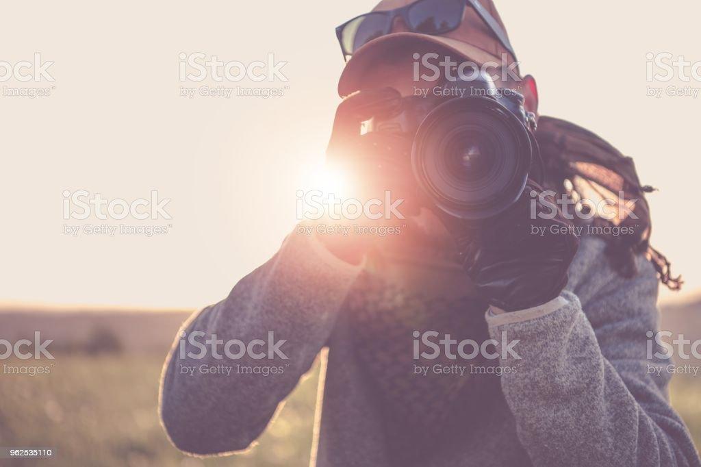 Fotógrafo de imprensa com câmera - Foto de stock de Adulto royalty-free
