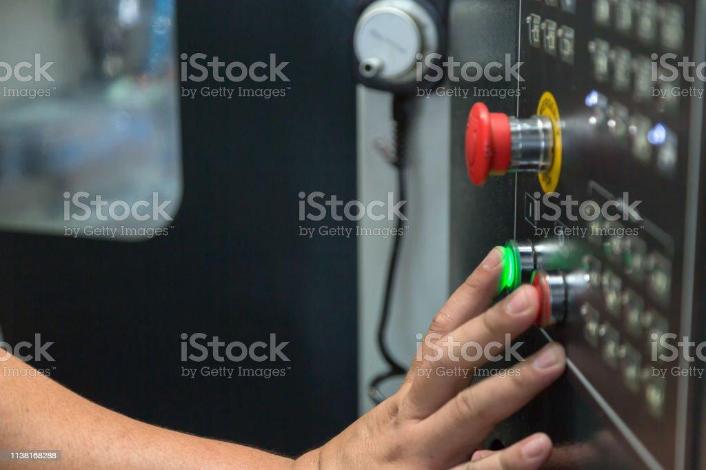 Pulse el botón iniciar máquina - Foto de stock de Accidentes y desastres libre de derechos