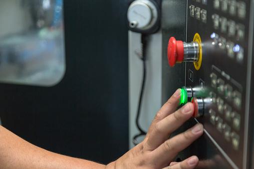 Pulse El Botón Iniciar Máquina Foto de stock y más banco de imágenes de Accidentes y desastres