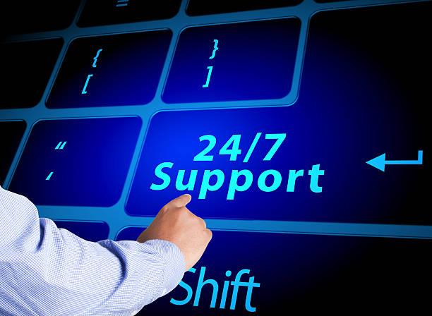 Pressionar o botão de ajuda 24, 7 dias por semana no teclado - foto de acervo