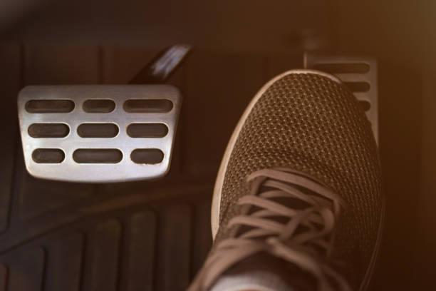 Beschleuniger-Autopedal drücken – Foto