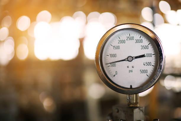 tryckmätare i produktionen av olja. - barometer bildbanksfoton och bilder