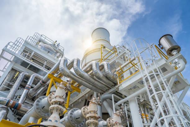 druck-sicherheitsventil, überdruckventil am saug- und entlastung der gasturbine verdichter rohrleitungssystem aus über druck zu schützen. - petrochemische fabrik stock-fotos und bilder