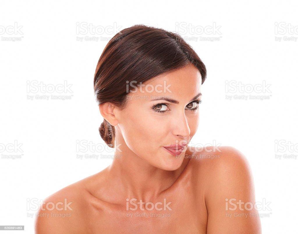 Jolie femme adulte souriant à la caméra - Photo