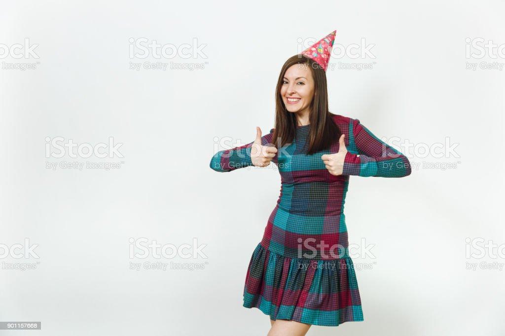 a90cd3a9b Pretty caucásica mujer joven en plaid vestido y sombrero de la fiesta de  cumpleaños con sonrisa