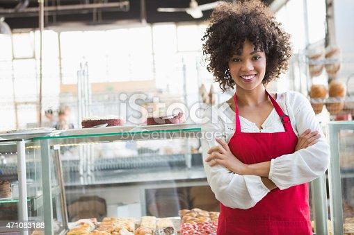 istock Pretty employee posing with arms crossed 471083188