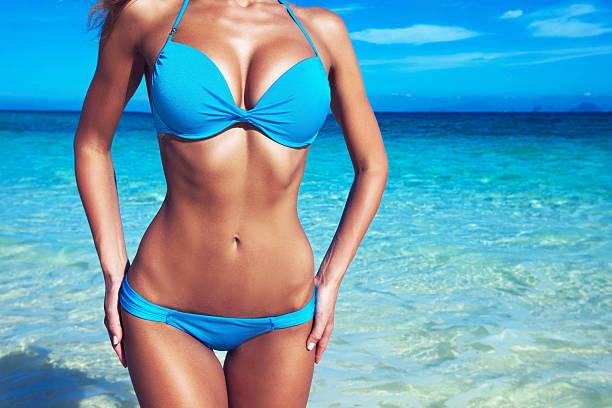 Pretty girl at the beach foto