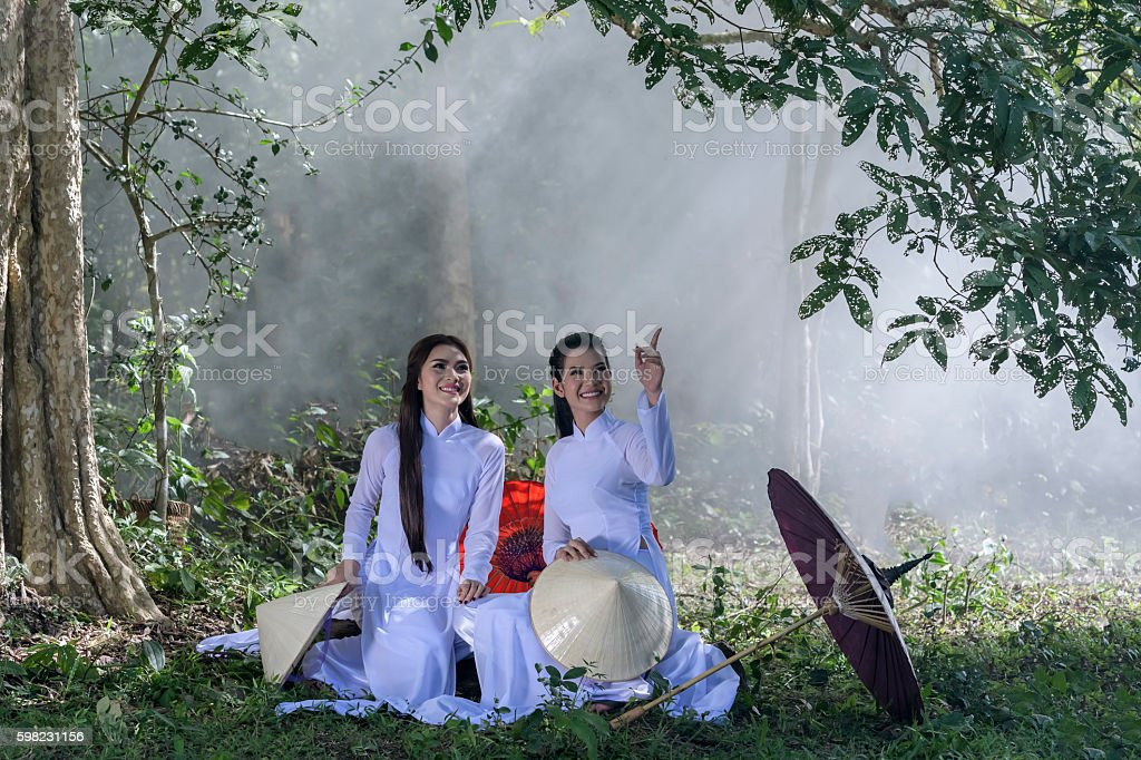Pretty girl in Vietnam, Ao dai is famous traditional costume foto royalty-free