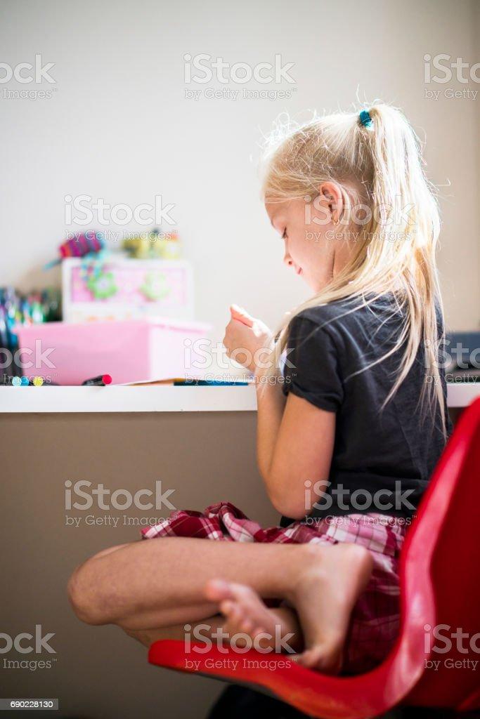 Photo Libre De Droit De Jolie Petite Fille De Dessin Dans La