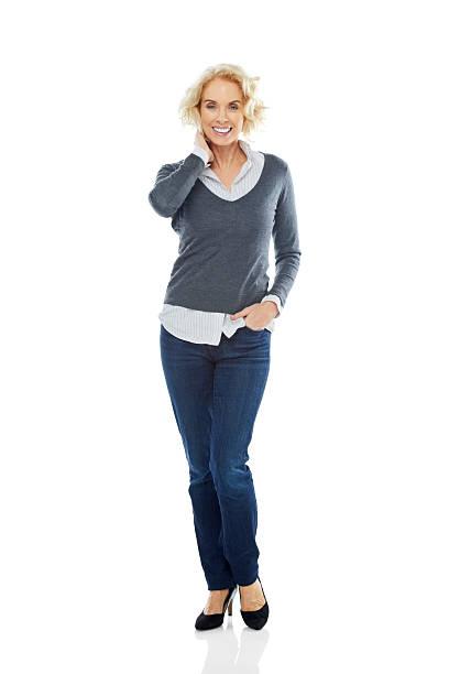 Ziemlich Ältere Frau posieren auf Weiß – Foto