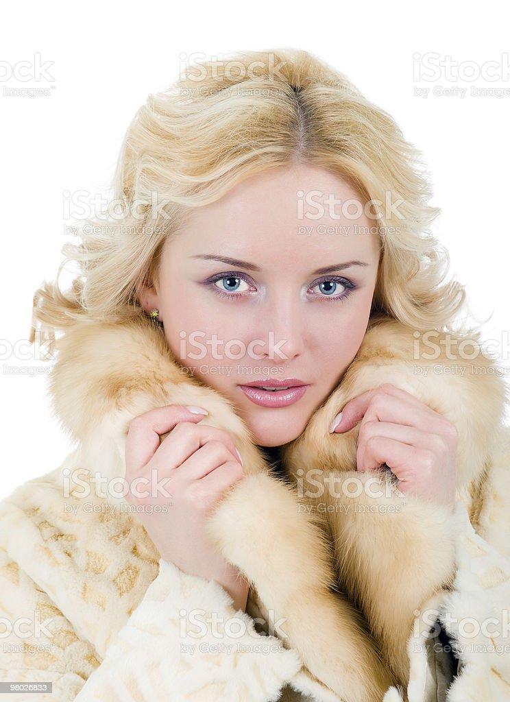 Bella Modella indossa cappotto di pelliccia foto stock royalty-free