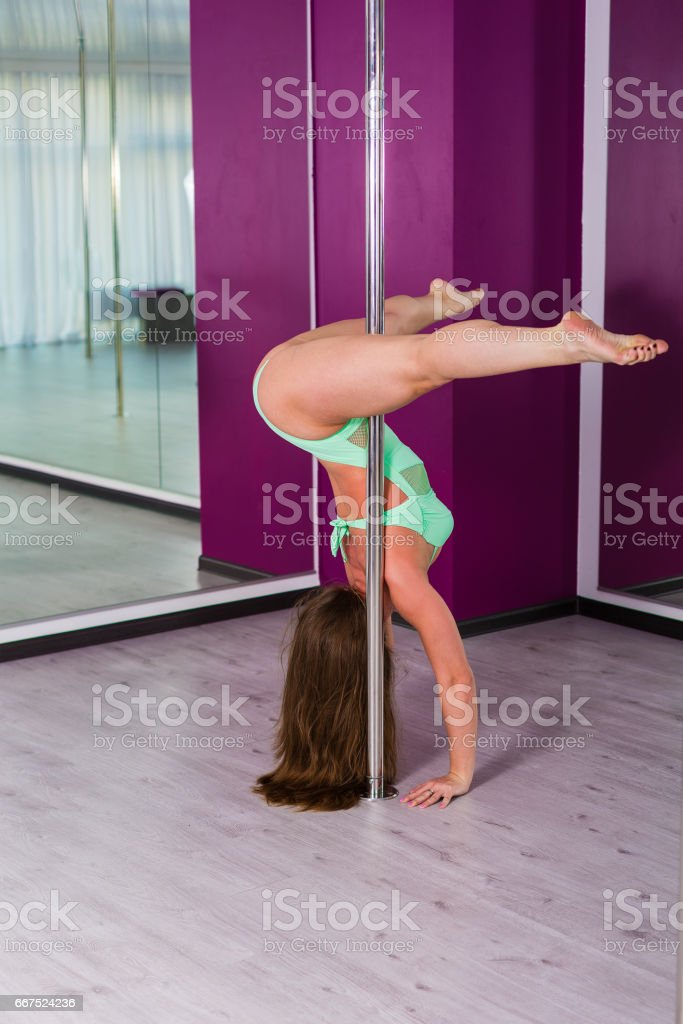 Pretty pole dancer in a dancing studio foto stock royalty-free