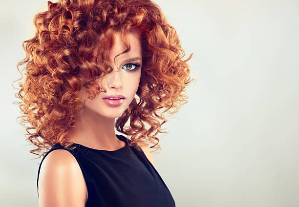pretty red haired girl with curly hairstyle. - kurzhaarfrisuren mit pony stock-fotos und bilder