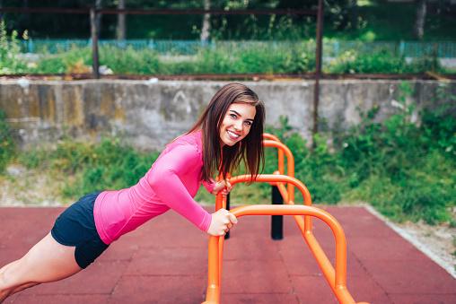 https://media.istockphoto.com/photos/pretty-sporty-girl-workout-outdoor-picture-id875363572?k=6&m=875363572&s=170667a&w=0&h=3BsLcxpjNmv5XwZWaVGPvY-LJ38-0-sX9vWpLyDnOBE=