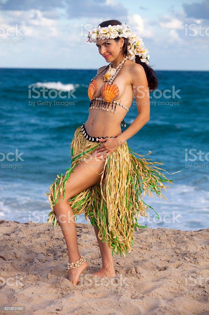 Schöne Frau Gekleidet In Hawaii Kostüm Stock Fotografie Und Mehr