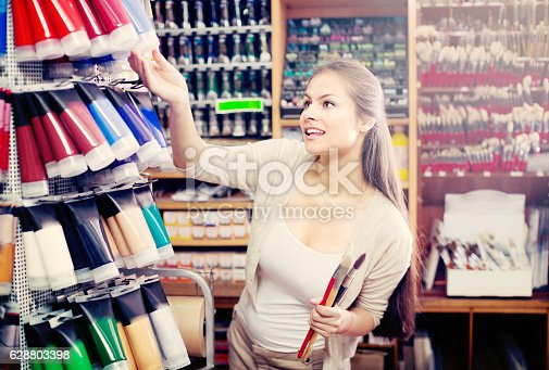 594918592 istock photo Pretty woman shopping various color in tube 628803398