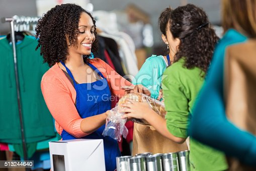 istock Pretty woman volunteers at food and clothing drive 513244640