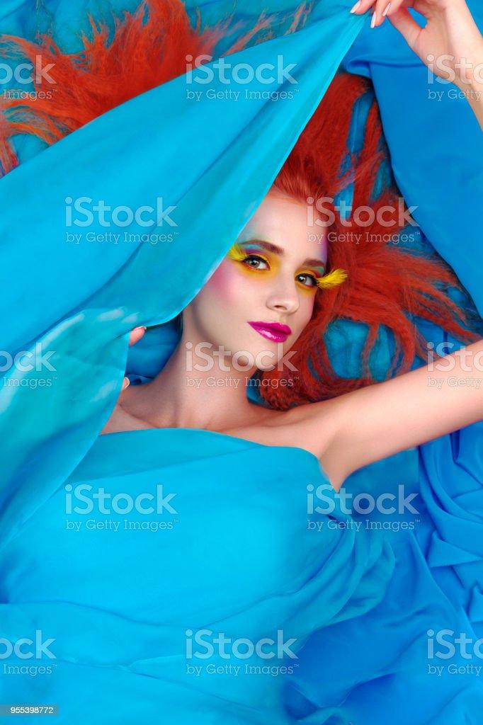 Pretty woman with bright make up - Zbiór zdjęć royalty-free (Biustonosz)