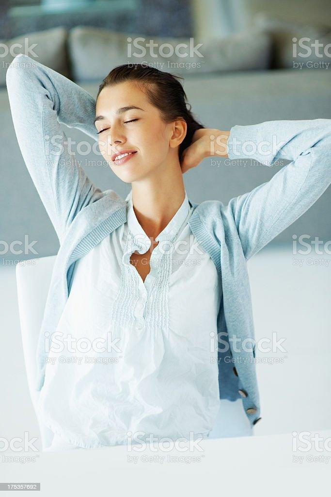 Schöne Frau mit Augen geschlossen Lizenzfreies stock-foto