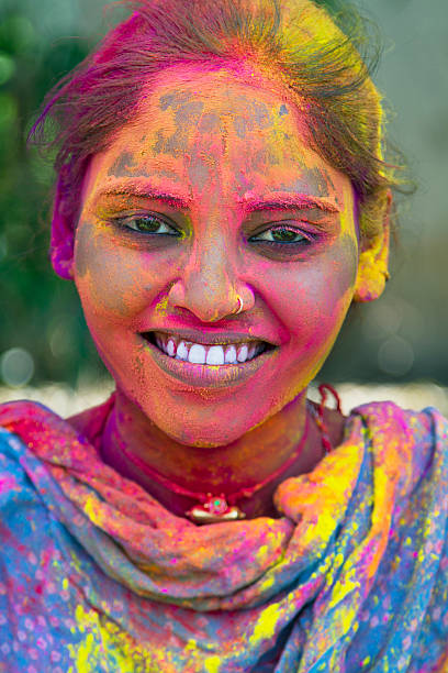 hübsche junge frau portrait - indische gesichtsfarben stock-fotos und bilder