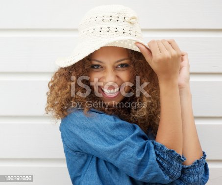 186534921 istock photo Pretty young woman wearing summer hat and laughing 186292656