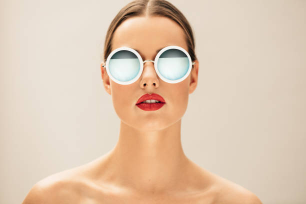 Pretty young woman with glasses - foto de stock